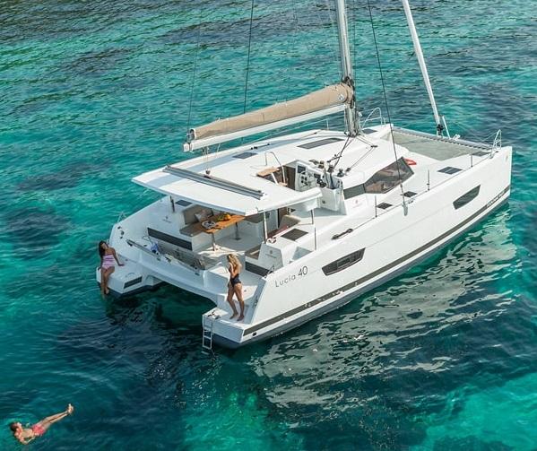 Évadez-vous en catamaran - location avec Hexavoile !
